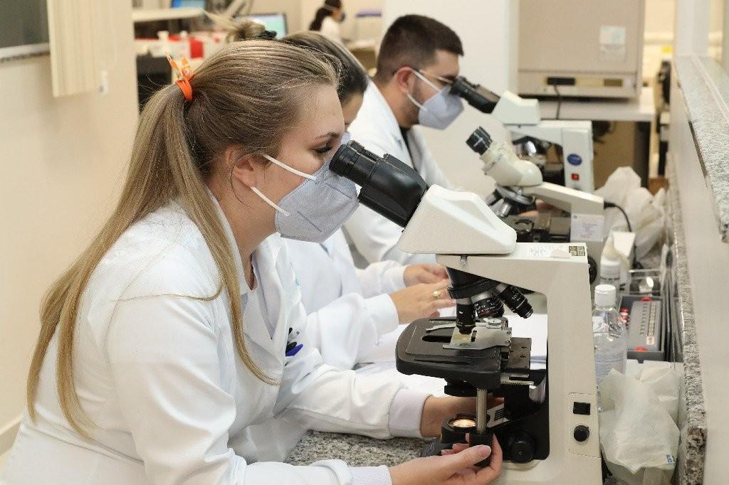 """Laboratório Municipal recebe certificação de """"excelência"""" do Programa Nacional de Controle de Qualidade"""