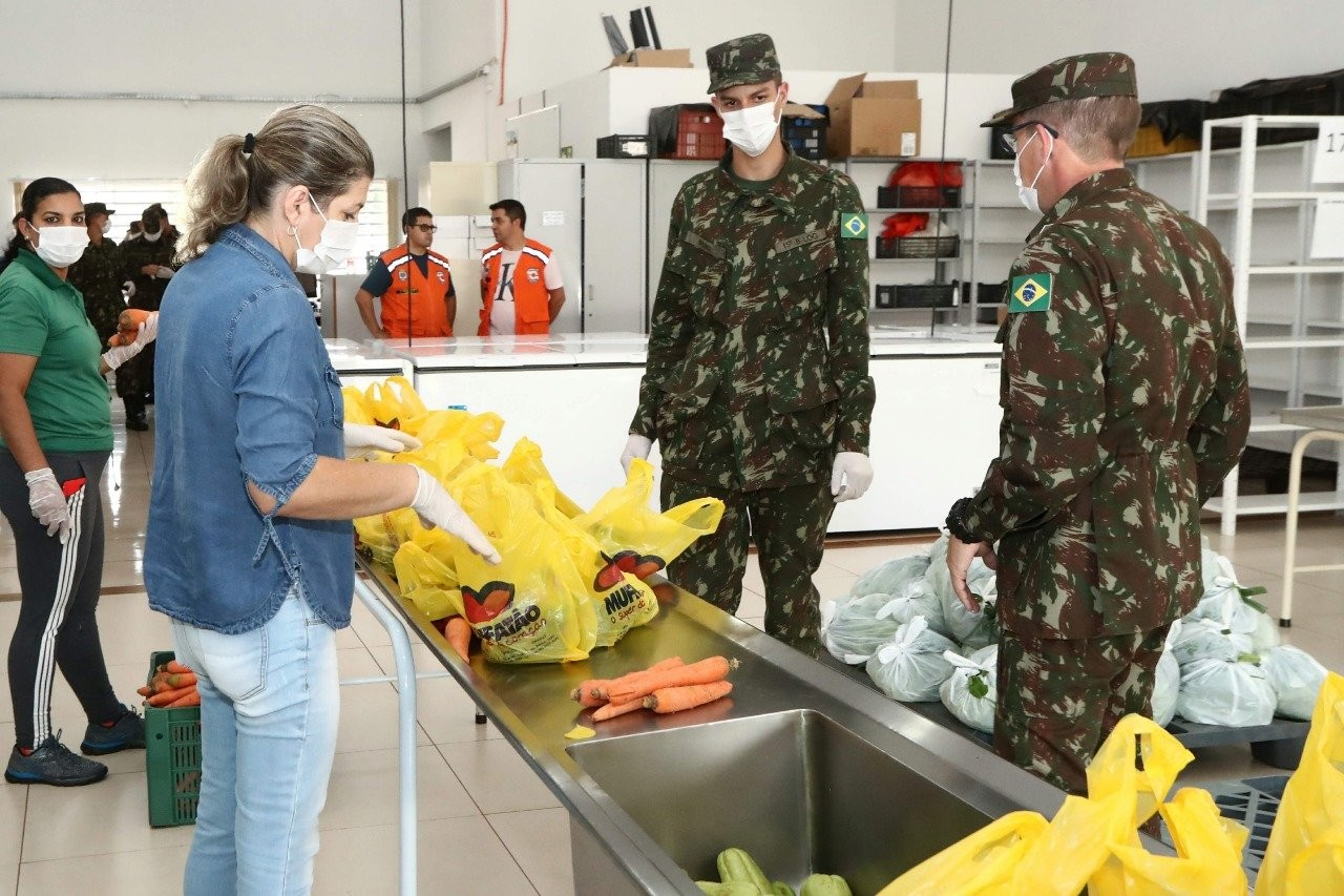 Durante quarentena, Assistência Social e grupos de voluntários auxiliam na doação de alimentos