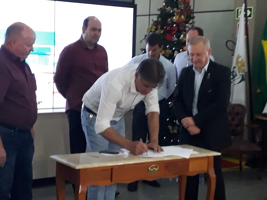 Crea-PR e prefeitura de Cascavel assinam convênio do programa Casa Fácil