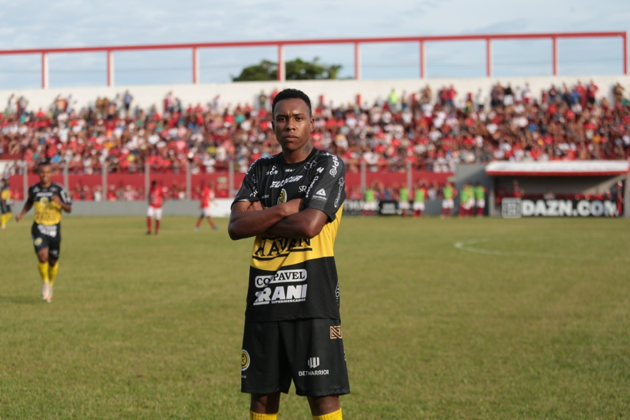 Lateral-esquerdo Quaresma deixa o FC Cascavel para jogador no futebol português