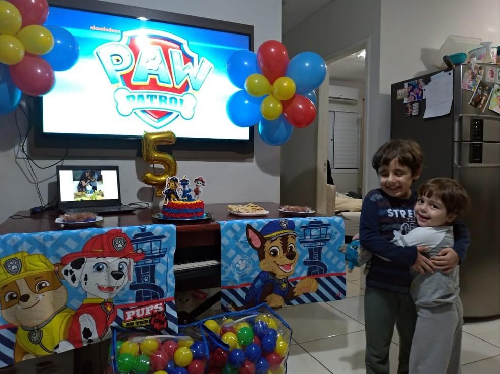 Internauta faz homenagem para menino que não pôde ter festa de aniversário
