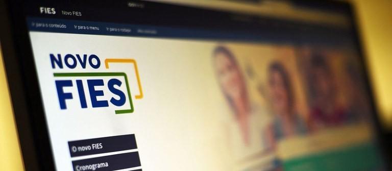 Lei possibilita suspensão de até quatro parcelas do Fundo de Financiamento Estudantil (FIES)