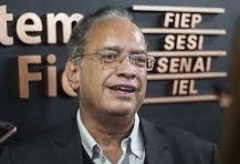 """""""Nós vemos essa situação, com muita, mas com muita preocupação"""", diz presidente da Fiep"""