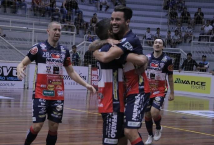 Cascavel Futsal goleia Assoeva e está na final