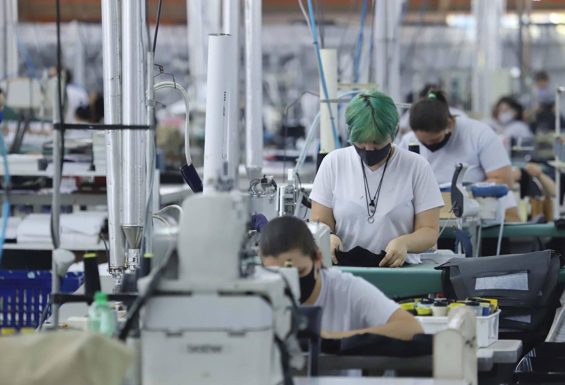 Indústria em alta puxa recorde de empregos no Paraná no primeiro semestre