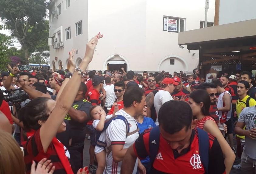 Caravana de Cascavel viaja para Lima e entra no clima da decisão