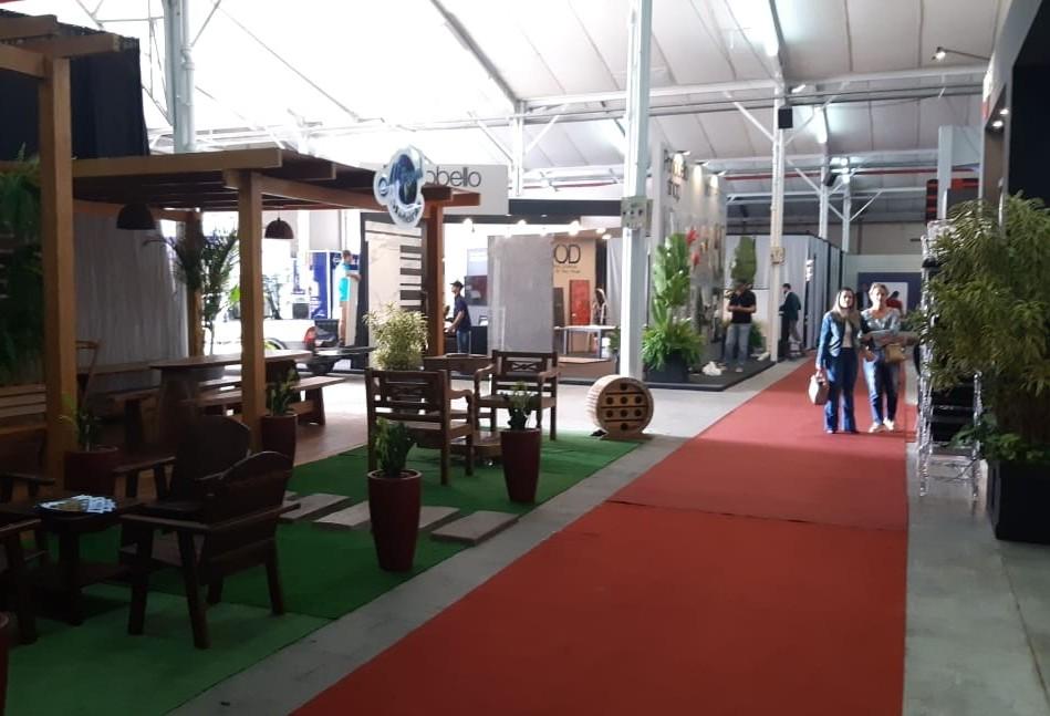 Feira aberta ao público é realizada no Centro de Convenções e Eventos