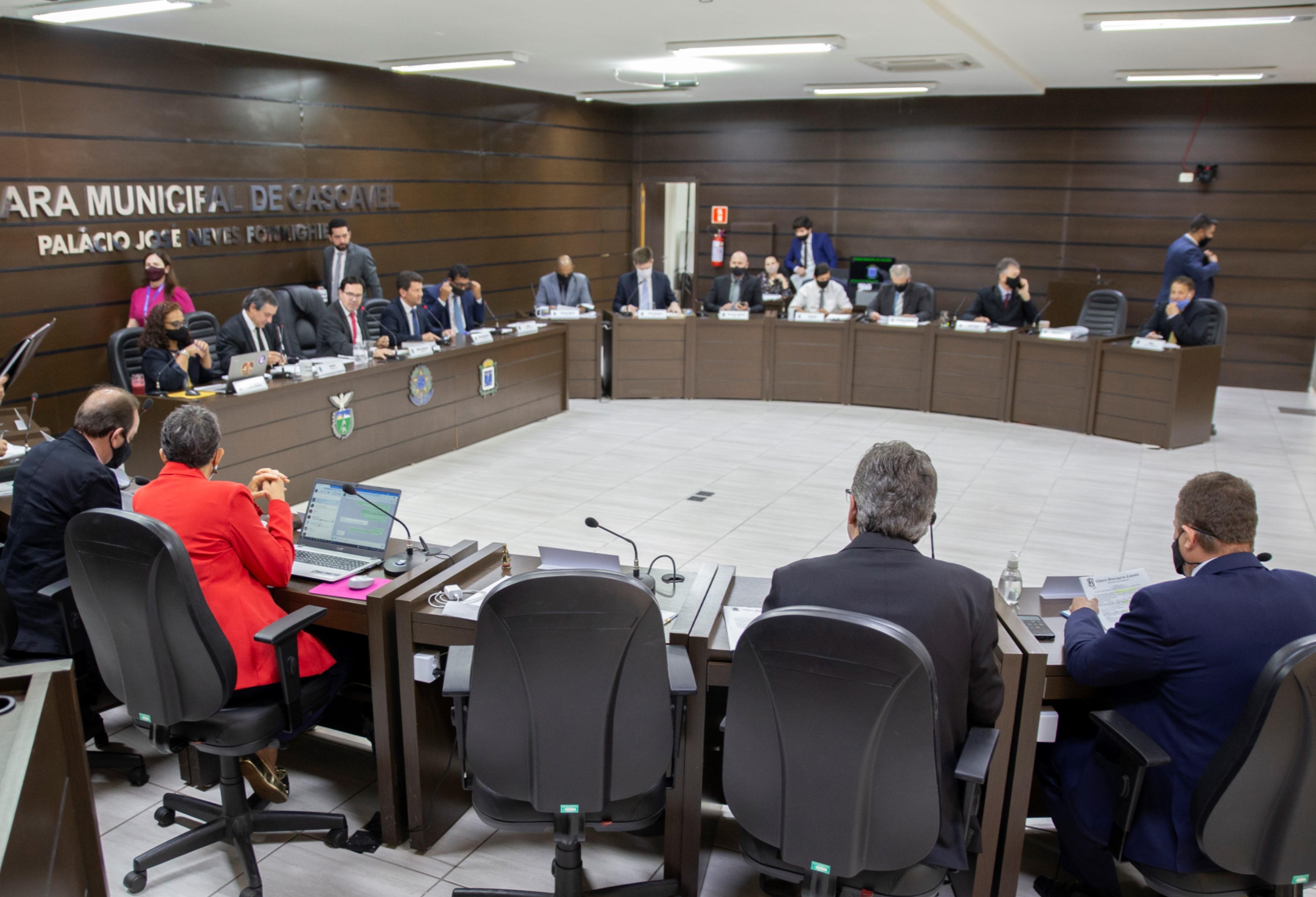Câmara acata parecer do TCE e aprova contas do prefeito Paranhos