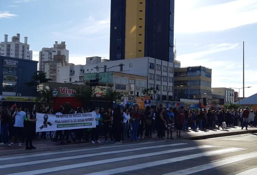 Categorias manifestam contra reforma da Previdência no Centro de Cascavel