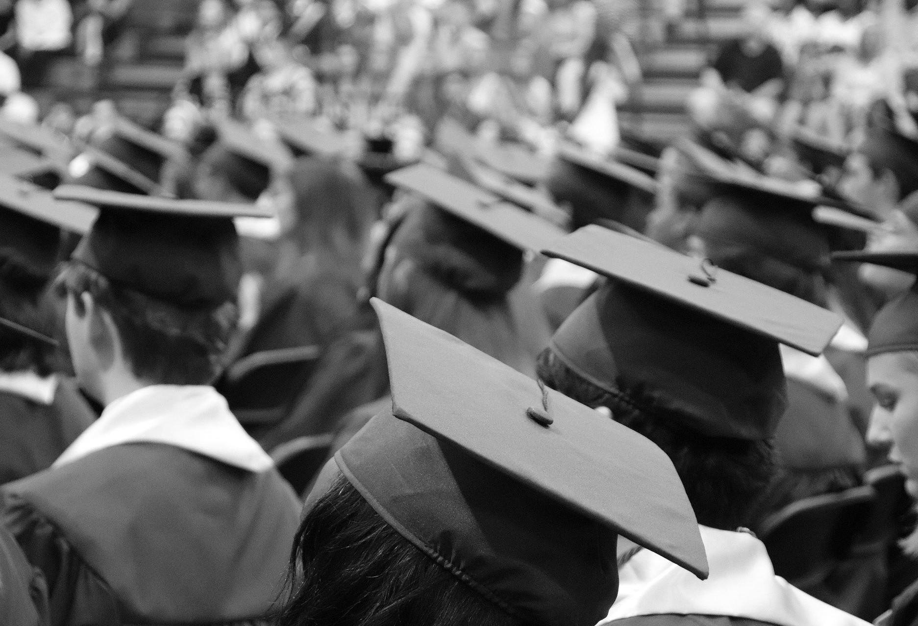 Centro Universitário gradua 42 alunos em formato drive-thru