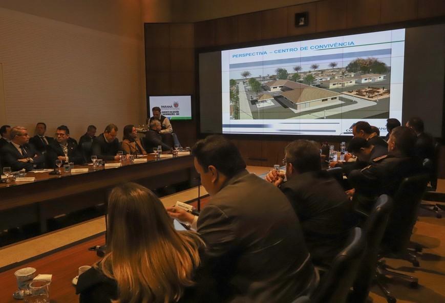 Paraná terá programas permanentes de desfavelamento e habitação para idosos