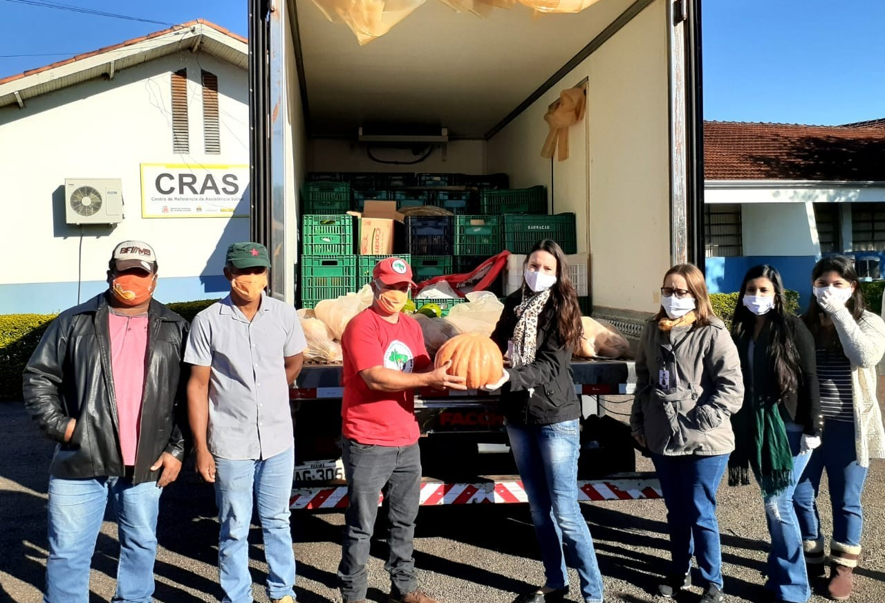 MST faz doações de alimentos a hospitais, asilos e famílias carentes