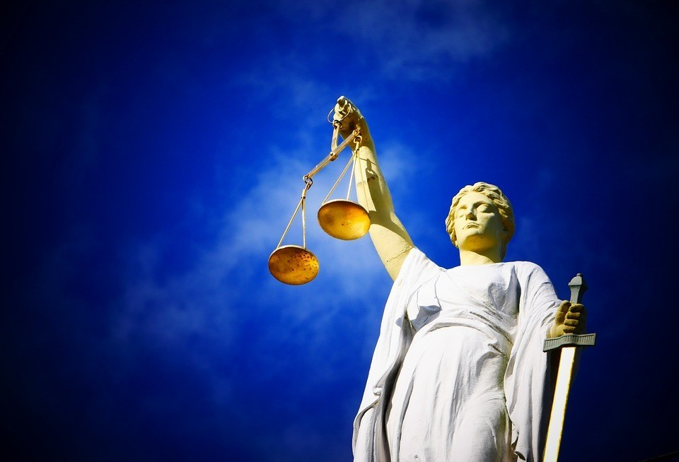 Hábito de estar acima da lei...