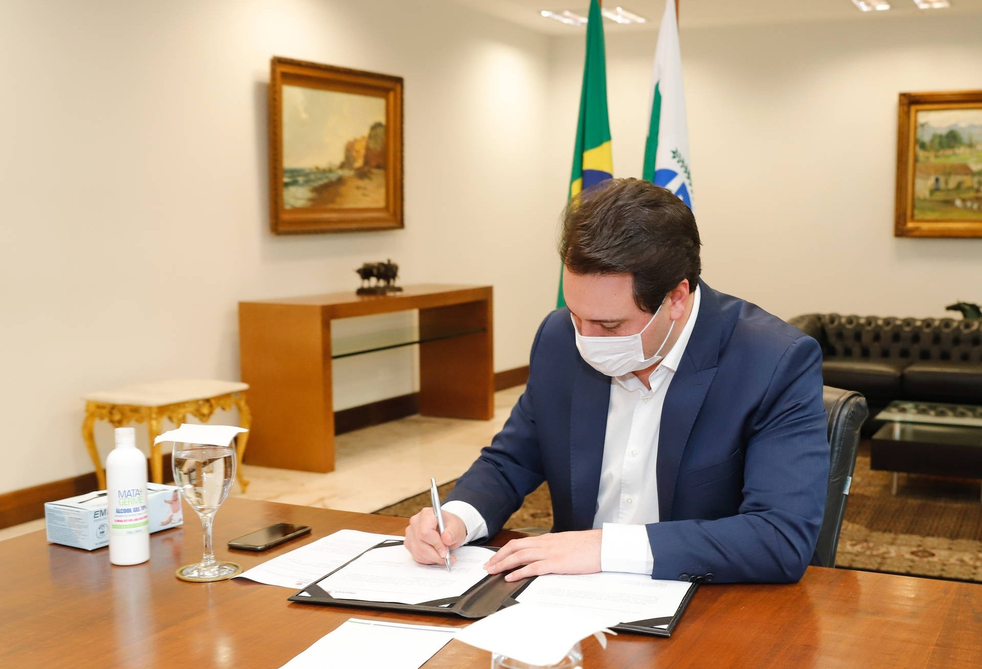 Governo propõe R$ 100 milhões para compra de vacina contra o coronavírus