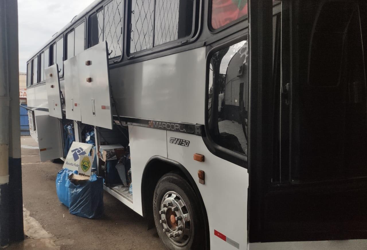Ônibus é apreendido com 600 caixas de cigarros