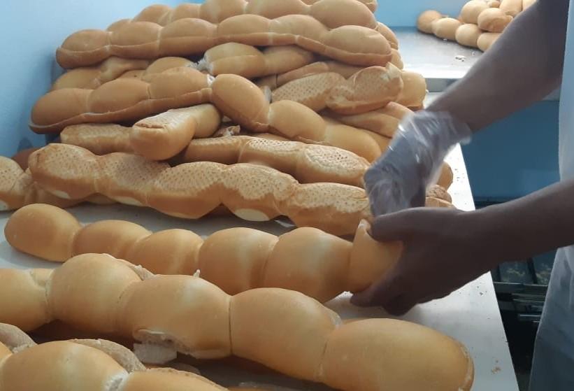 Presos produzem 5 mil pães por dia na PEC