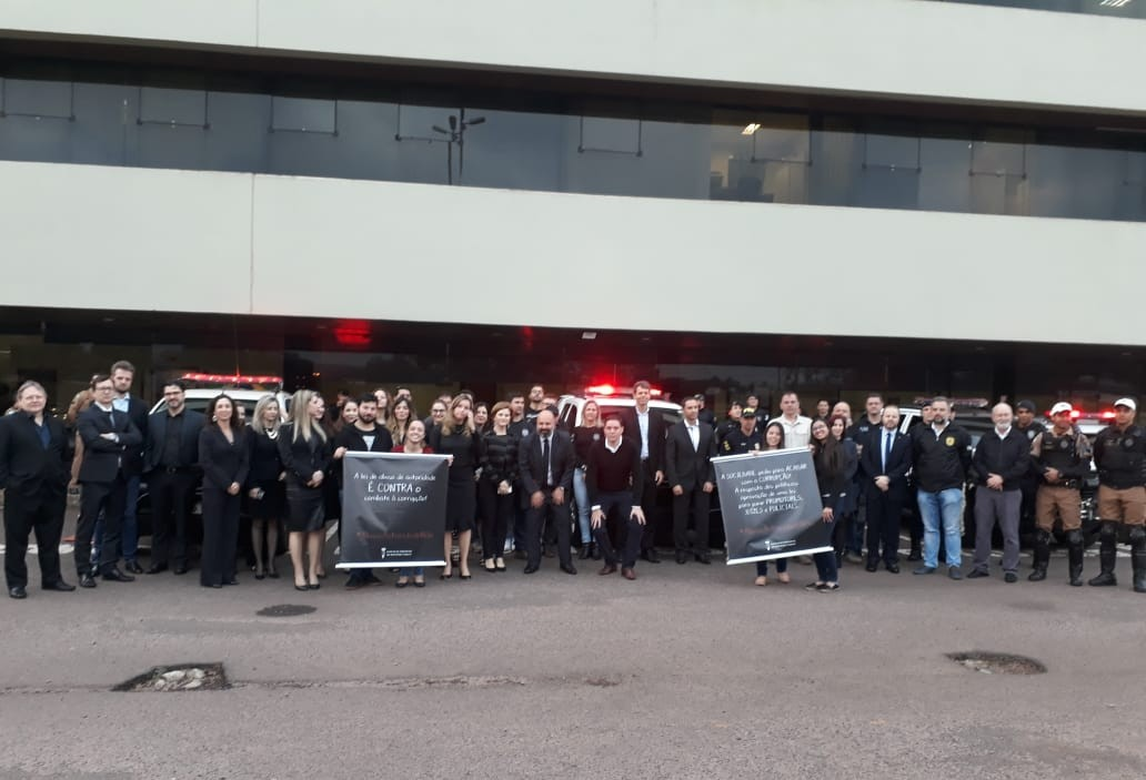 Promotores, juízes e policiais realizaram protesto contra Lei do Abuso de Autoridade
