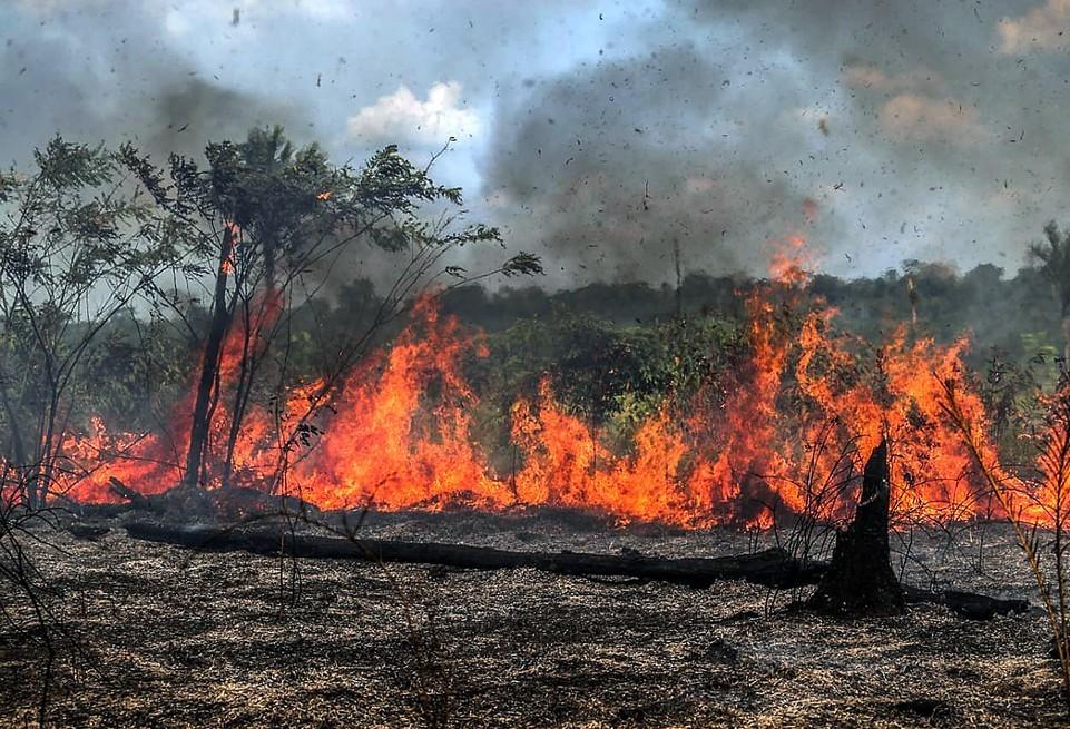 Incêndios em alta e abastecimento de água comprometido em Cascavel