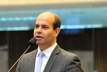"""""""Estamos na busca de um novo modelo de rodovias"""", diz deputado Evandro Araújo"""