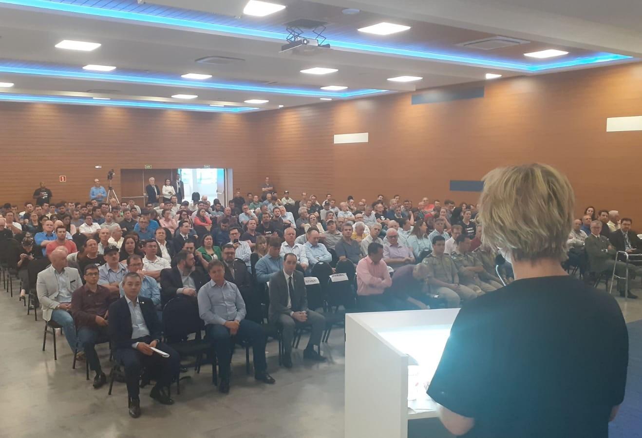 Audiência sobre invasões de terra e reintegração de posse é realizado na ACIC