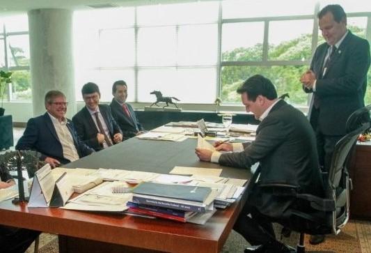 Reitor eleito da Unioeste é nomeado pelo governador Ratinho Júnior
