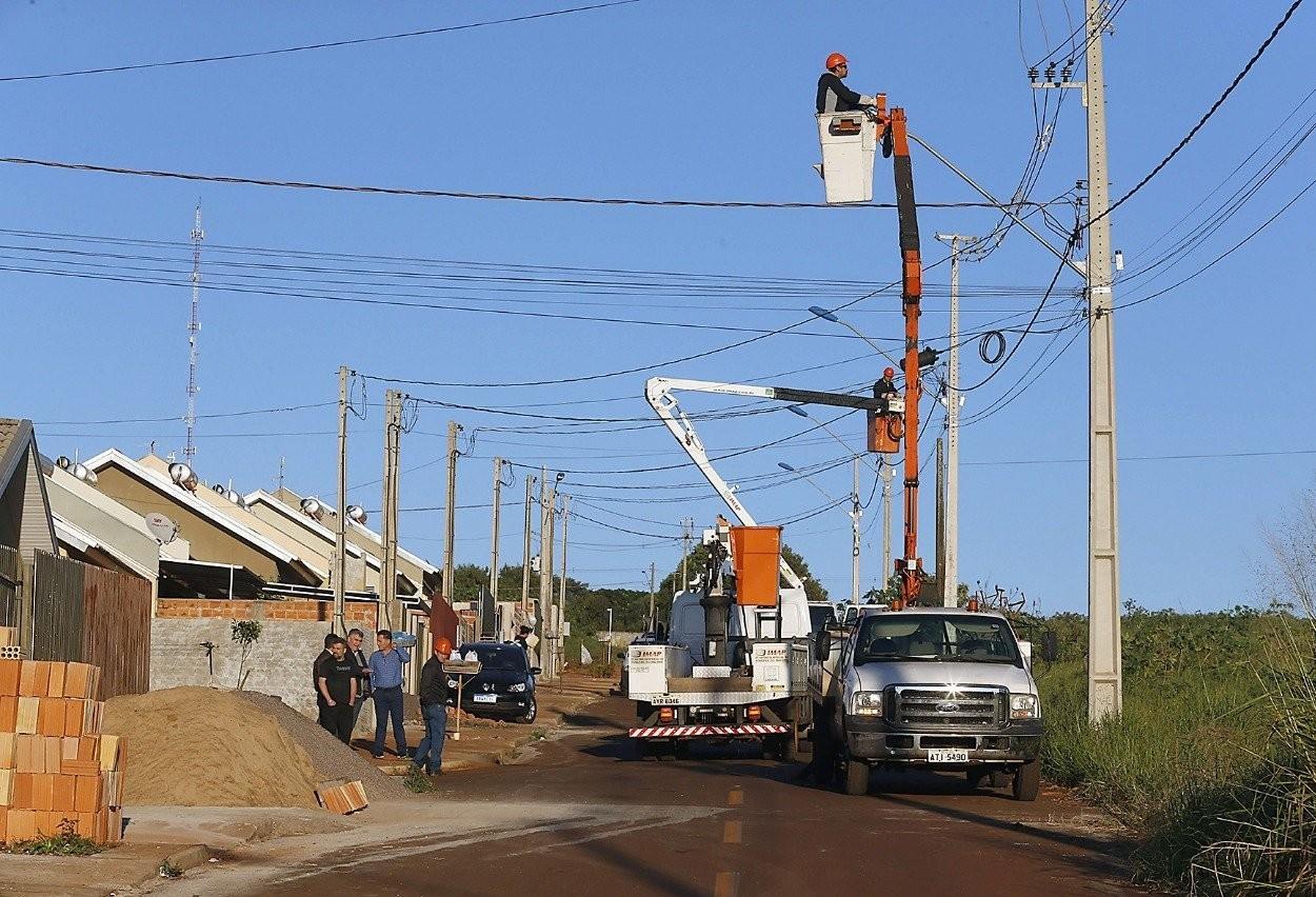 Secretaria de Obras inicia adequação na iluminação pública