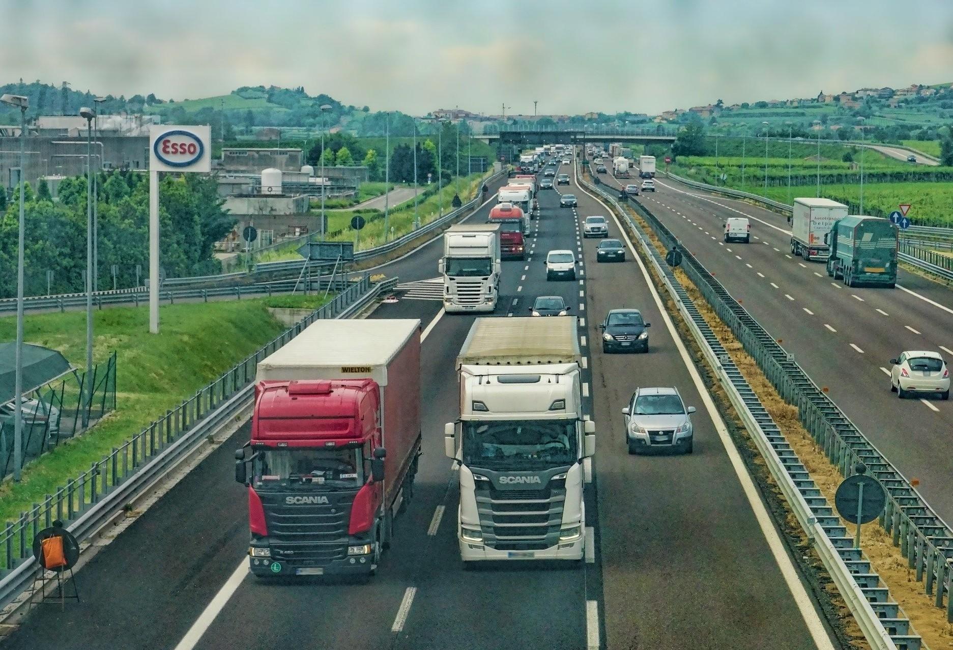 Qual a importância do transporte e das rodovias no Brasil ?