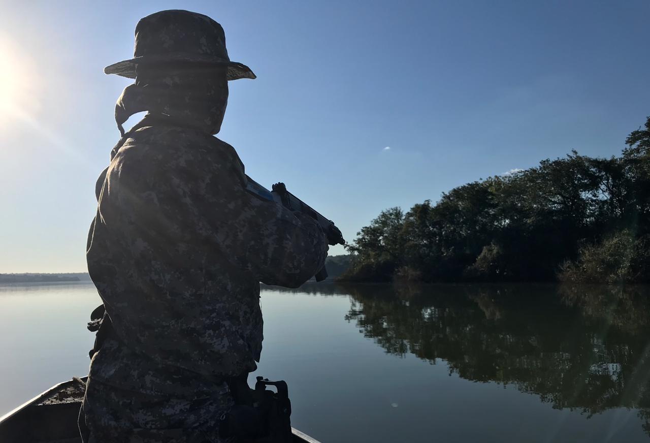 PF apreende contrabando e itens de caça irregular