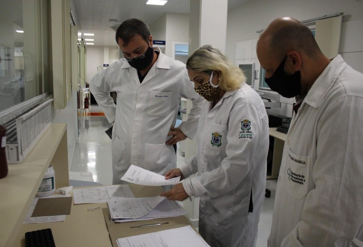 Professores da UTFPR de Toledo conhecem Laboratório Central de Cascavel