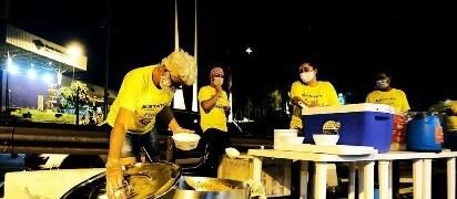Paraguaios barrados na ponte contam com a solidariedade de brasileiros