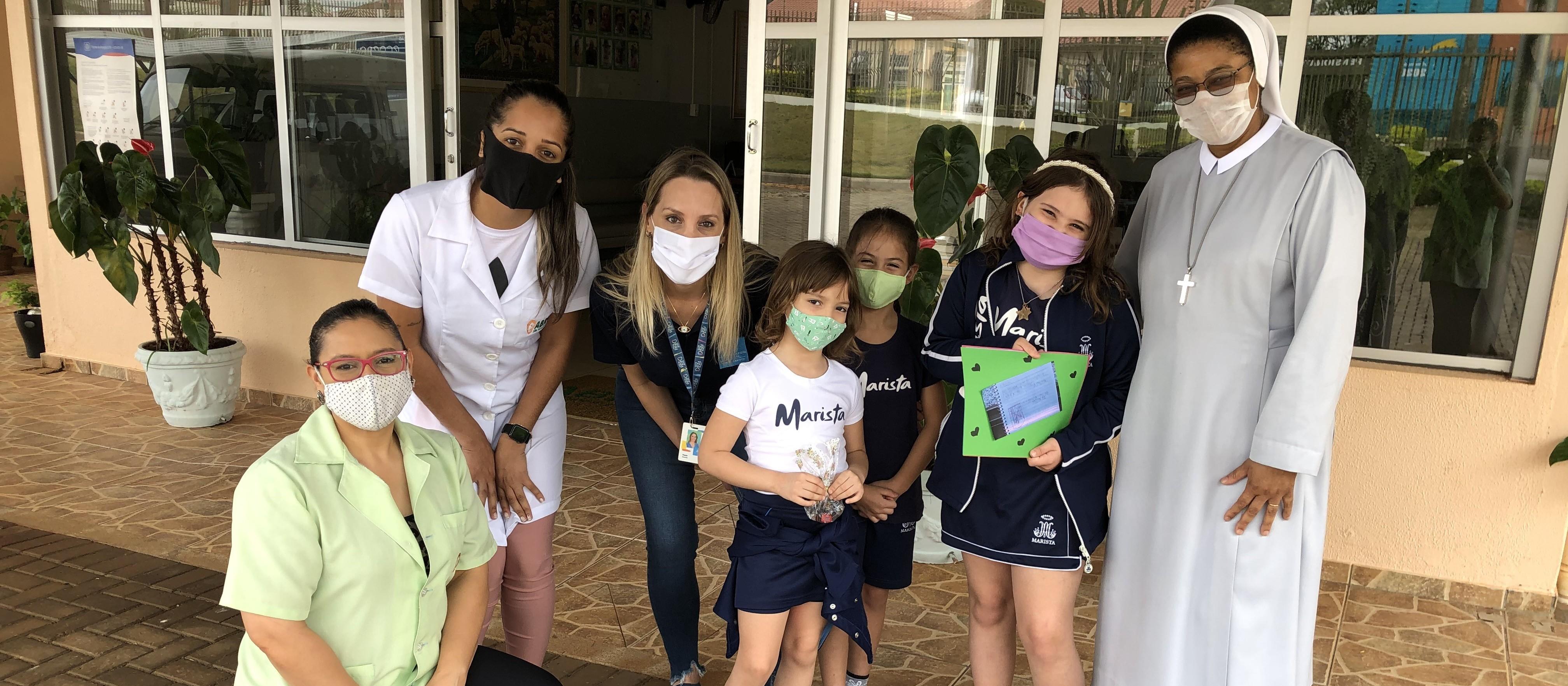 Crianças de rede privada de ensino enviam cartinhas para idosos de abrigo em Cascavel