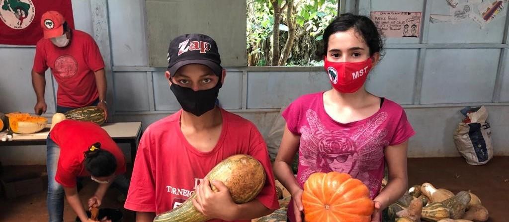 MST entrega alimentos para famílias em situação de vulnerabilidade em Cascavel