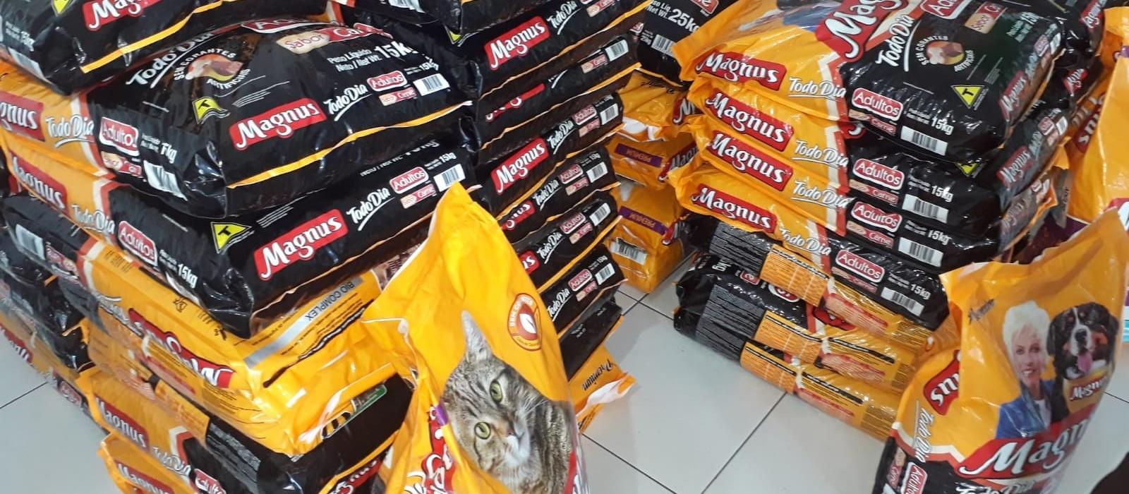 Banco de Ração distribui uma tonelada para ONGs que cuidam de animais