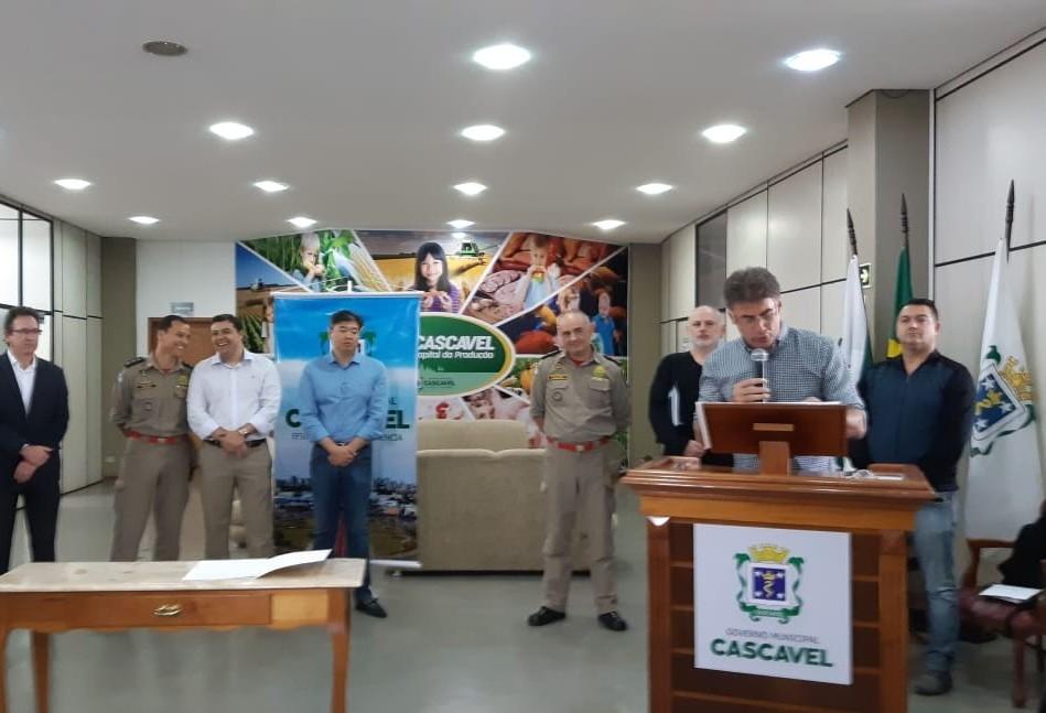 Prefeitura de Cascavel entrega duas ambulâncias para Corpo de Bombeiros