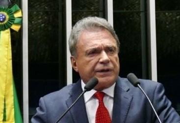 """""""O que podemos fazer como parlamentar é usar o fundo eleitoral para a saúde e colocar fim aos privilégios"""", diz Álvaro Dias"""