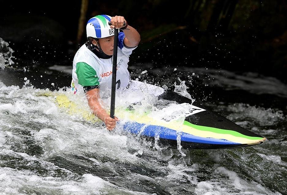 Ana Sátila conquista ouro em mundial de canoagem