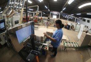 Empresário da indústria está mais cauteloso, aponta pesquisa da Fiep