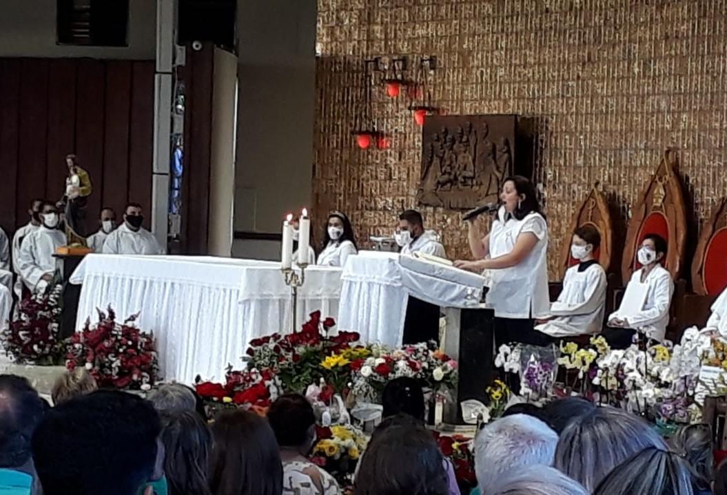 Fiéis se reúnem para celebrar Dia de Nossa Senhora Aparecida, em Cascavel