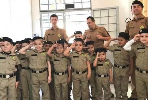 Projeto da Polícia Militar transforma ruas de São João em salas de aula