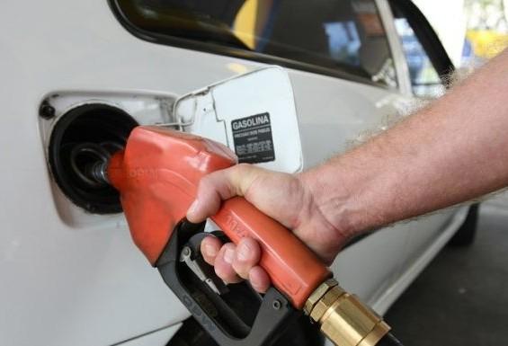 Não há desabastecimento de combustíveis no Paraná, segundo Sindicato