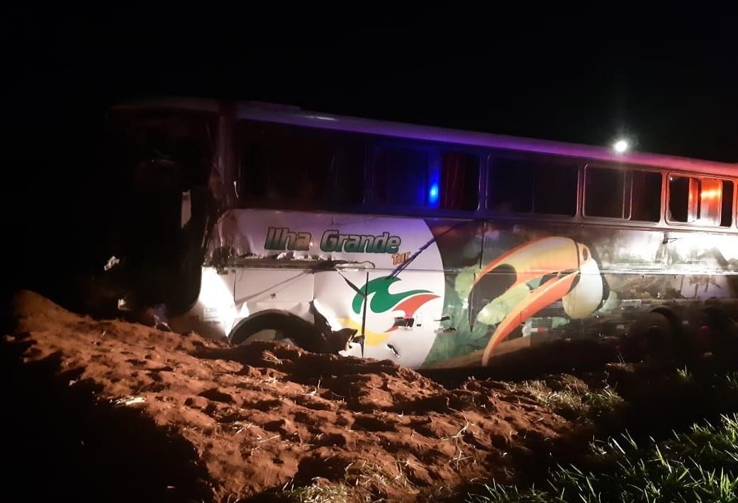 Morre no hospital uma das vítimas de acidente entre ônibus e caminhão