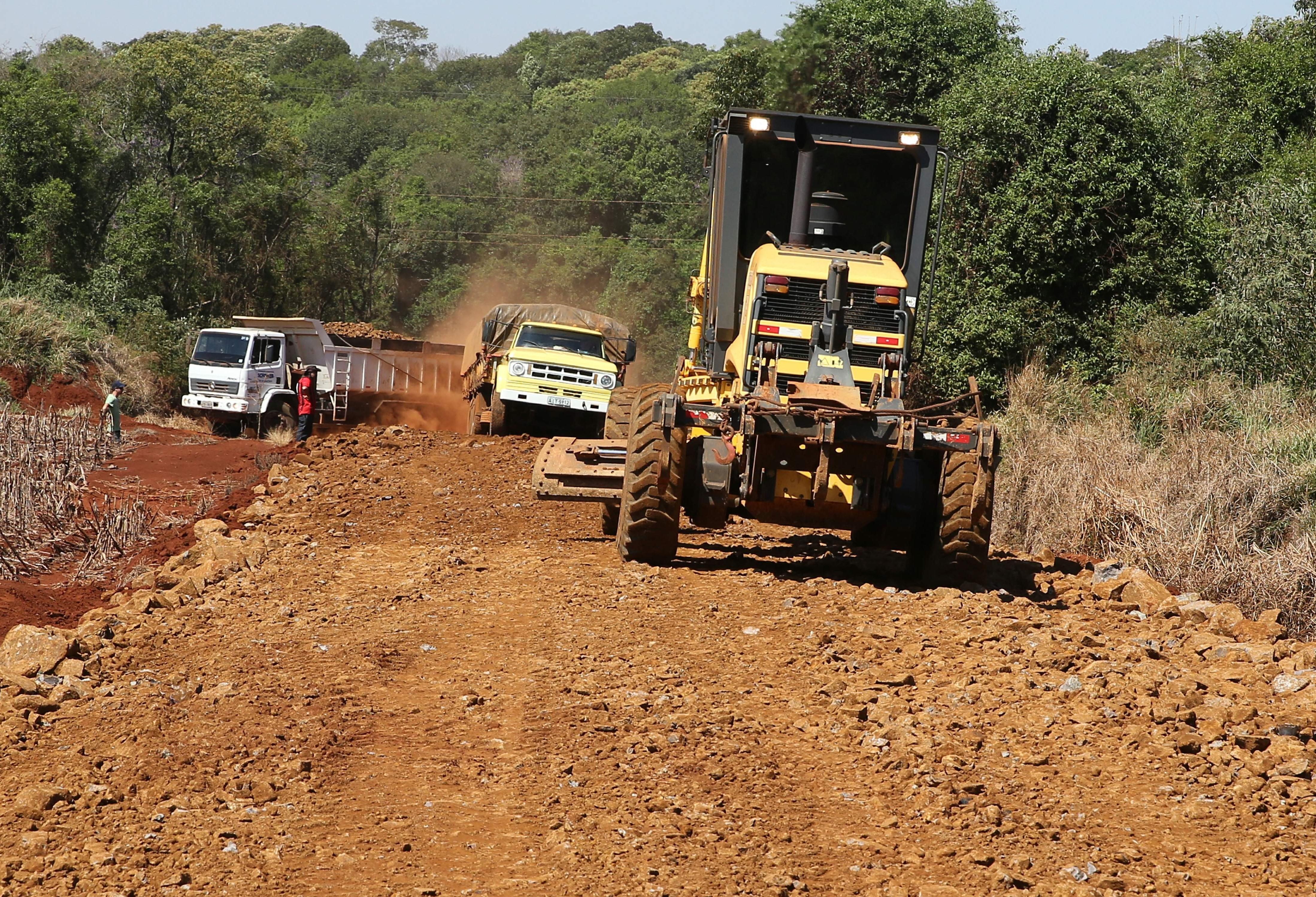 Estradas rurais de Cascavel passam por melhorias