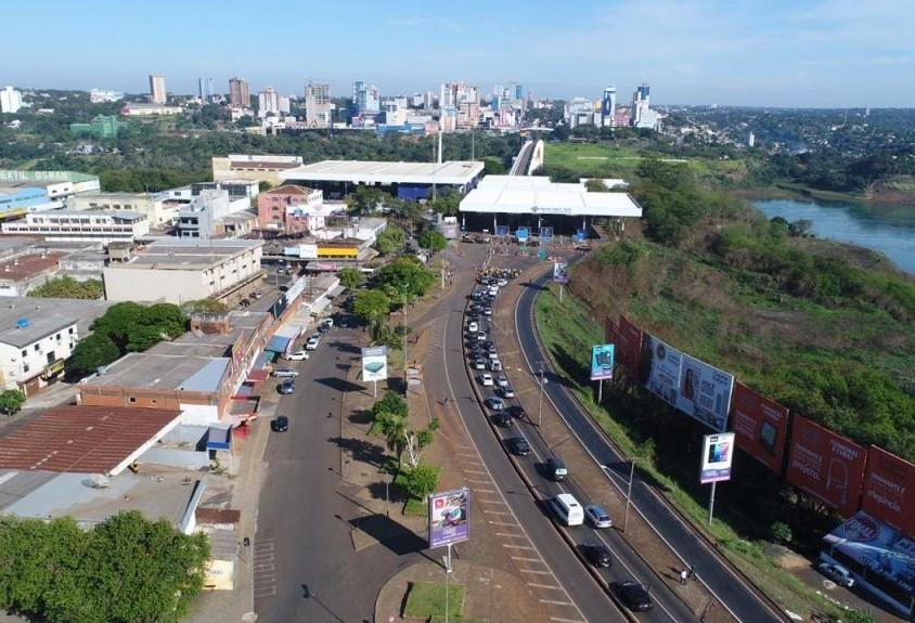 Brasileiros, argentinos e paraguaios protestam pedindo reabertura das duas pontes