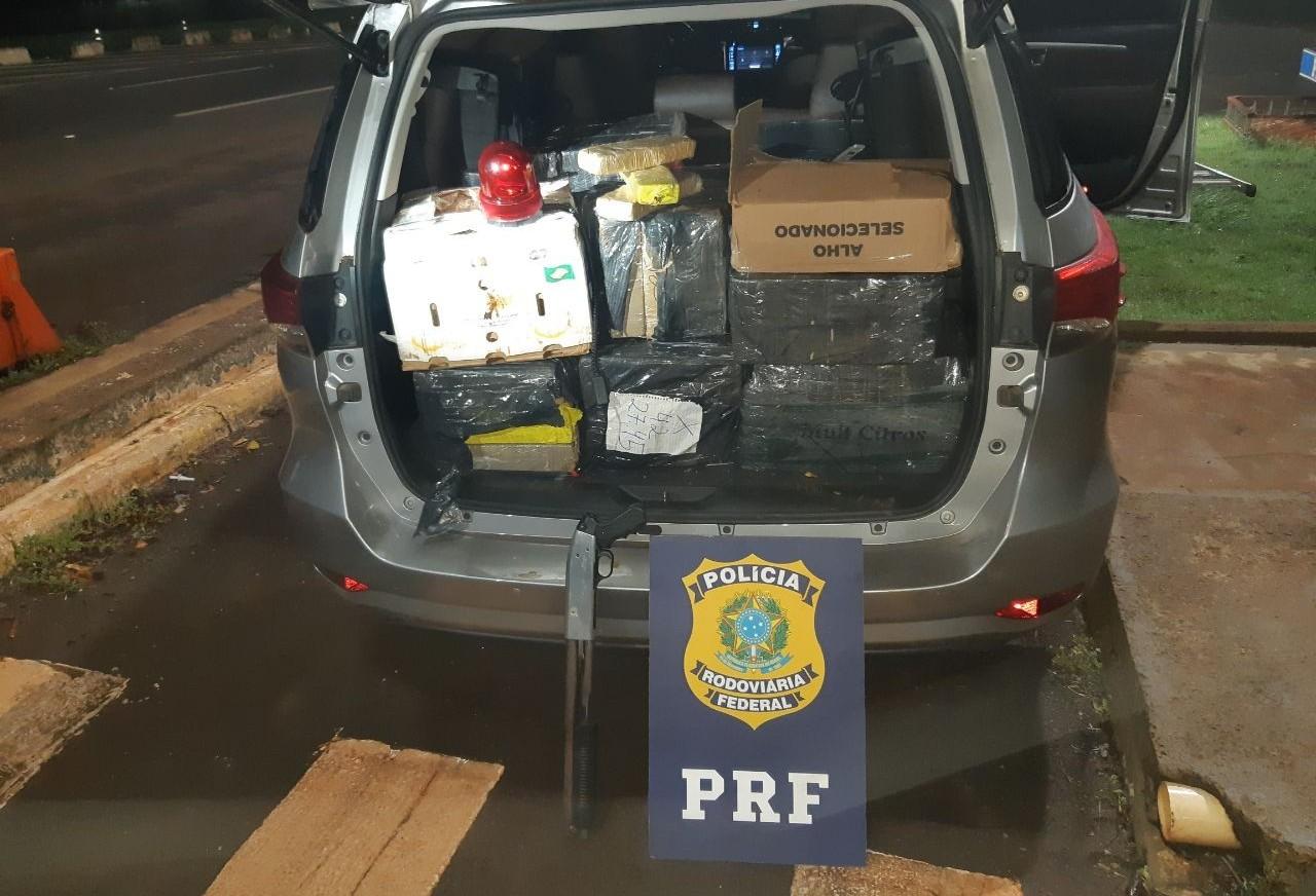 Polícia apreende maconha e veículo roubado