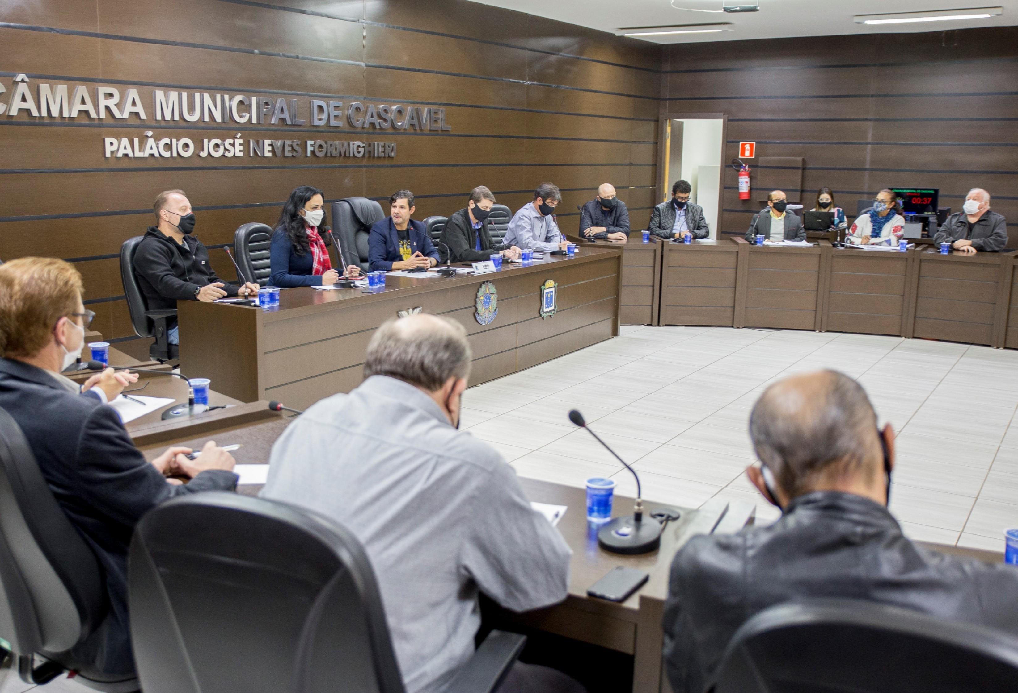 Câmara debate funcionamento 24h da indústria e comércio