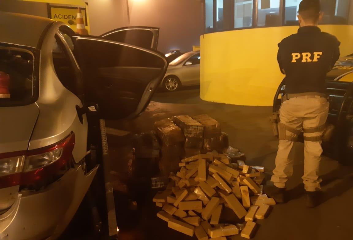Após perseguição, PRF apreende 339 kg de maconha