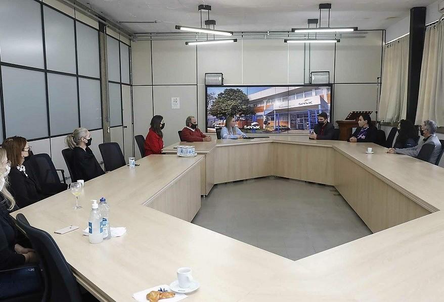 Vice-prefeito recebe novo diretor-geral do Senac/PR